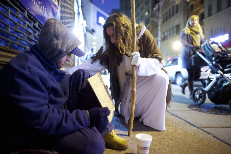"Michael Grant, 28, ""Philly Jesus,"" prays with a beggar in Philadelphia, Pennsylvania December 14, 2014. (Mark Makela/Reuters)"