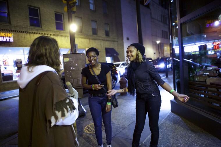 "Two enthusiastic women greet Michael Grant, 28, ""Philly Jesus,"" in Philadelphia, Pennsylvania December 14, 2014. (Mark Makela/Reuters)"