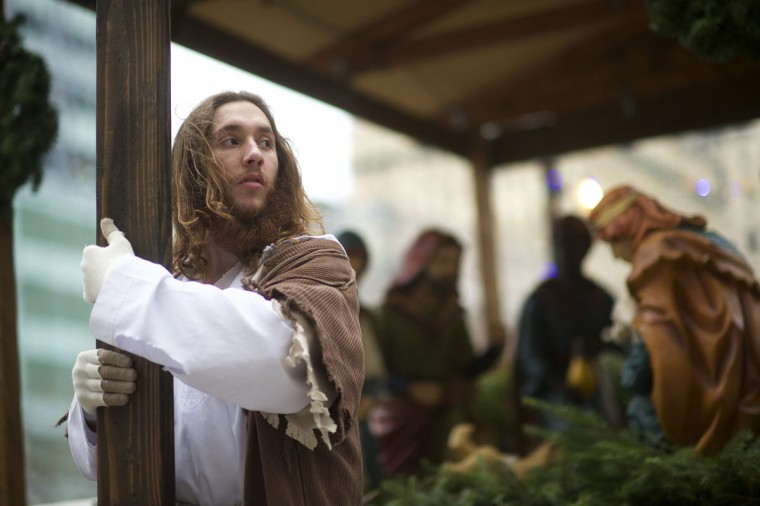 """Michael Grant, 28, """"Philly Jesus,"""" clutches the 12 foot cross he had carried 8 miles through North Philadelphia to Center City as part of a Christmas walk to spread the true message of the holiday in Philadelphia, Pennsylvania December 20, 2014. (Mark Makela/Reuters)"""