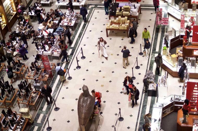 "Michael Grant, 28, ""Philly Jesus,"" exits Macy's department store in Philadelphia, Pennsylvania December 18, 2014. (Mark Makela/Reuters)"