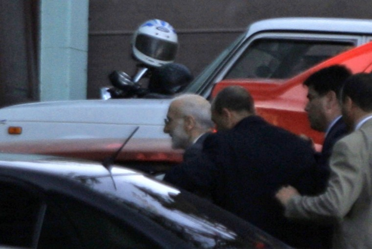U.S. aid contractor Alan Gross (L) is escorted by Cuban security agents to court during his ongoing trial in Havana in this March 5, 2011 file photo. Alan Gross, the ailing U.S. aid worker held in Cuba for five years, was to land in the United States at noon on Wednesday, a senior U.S. congressional aide said. Picture taken March 5, 2011. REUTERS/Stringer/Files