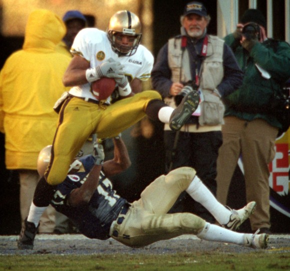 Army wide receiver Brian Bruenton catches a 23-yard touchdown pass above Navy cornerback Marcus Jackson at PSINet Stadium on Dec. 2, 2000. The Midshipmen turned back the Black Knights, 30-28. (Baltimore Sun/Karl Merton Ferron)