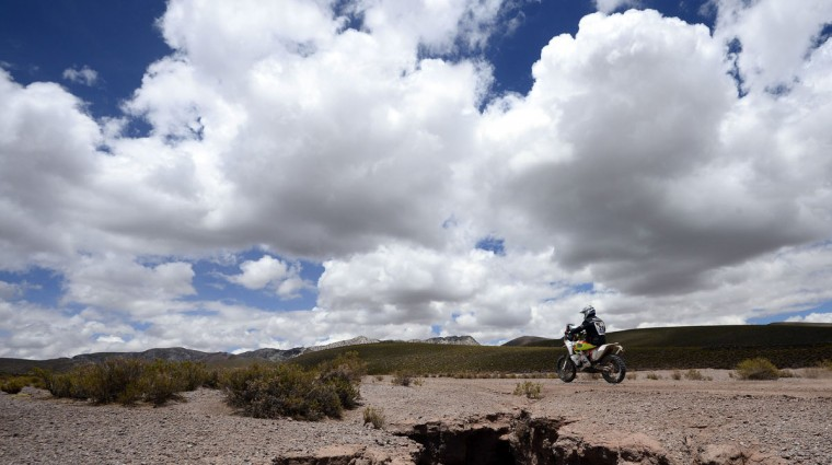 Australian Toby Price powers his KTM during the Stage 7 of the Dakar 2015 between Iquique, in Chile and Uyuni, in Bolivia, on January 11, 2015. (Frank Fife/AFP/Getty Images)