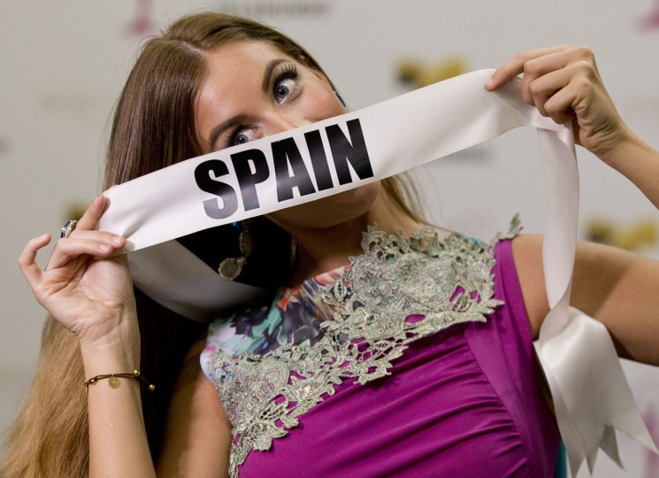 Miss Universe contestant Desire Cordero, of Spain, poses for a photo after a news conference for contestants from Latin America and Spain, Monday, Jan. 12, 2015, in Doral, Fla. (AP Photo/Wilfredo Lee)