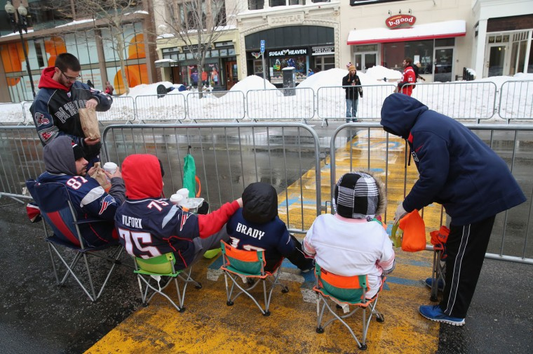 Fans camp out at the finish line of the Boston Marathon before the New England Patriots Super Bowl victory parade on February 4, 2015 in Boston, Massachusetts. (Photo by Billie Weiss/Getty Images)