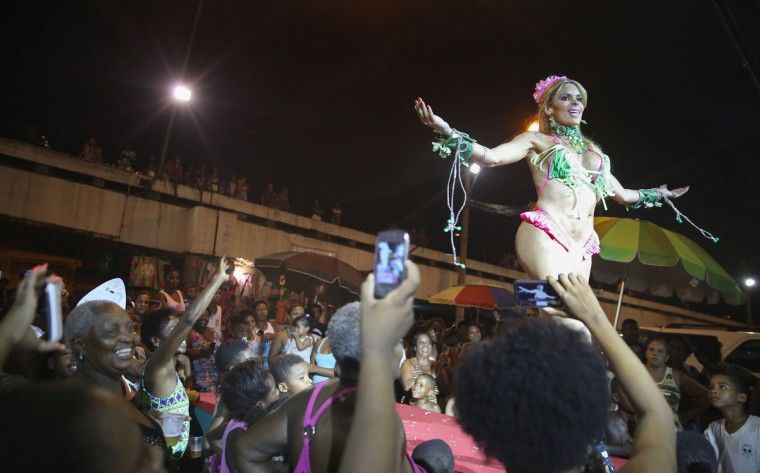 A beauty contestant peforms during the Gay Glam Ball on a runway for residents of the Mangueira community, or 'favela', on February 11, 2015 in Rio de Janeiro, Brazil. Carnival runs this year February 13-17. (Photo by Mario Tama/Getty Images)