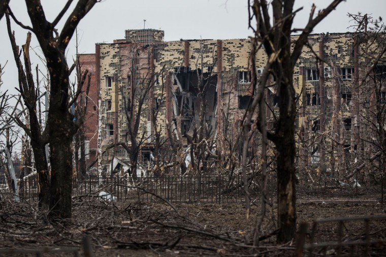 A heavily damaged hotel is seen near the Donetsk airport on February 26, 2015 in Donetsk, Ukraine. The Donetsk airport has been one of the most heavily fought over pieces of land between the Ukrainian army and pro-Russian rebels. (Photo by Andrew Burton/Getty Images)