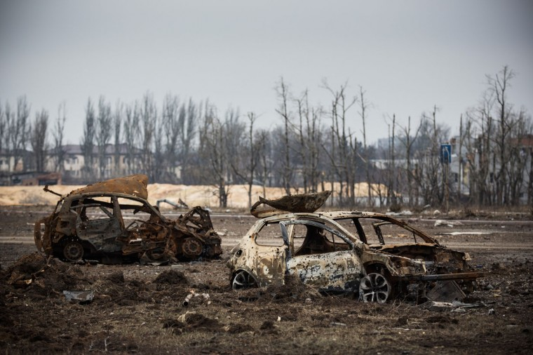 Destroyed cars are seen near the Donetsk airport on February 26, 2015 in Donetsk, Ukraine. The Donetsk airport has been one of the most heavily fought over pieces of land between the Ukrainian army and pro-Russian rebels. (Photo by Andrew Burton/Getty Images)