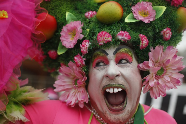 """A reveler performs during the Banda de Ipanema carnival parade in Rio de Janeiro, Brazil, Saturday, Jan. 31, 2015. Rio's over-the-top Carnival is the highlight of the year for many local residents. Hundreds of thousands of merrymakers are beginning to take to the streets in open-air """"blocos"""" parties. (AP Photo/Silvia Izquierdo)"""