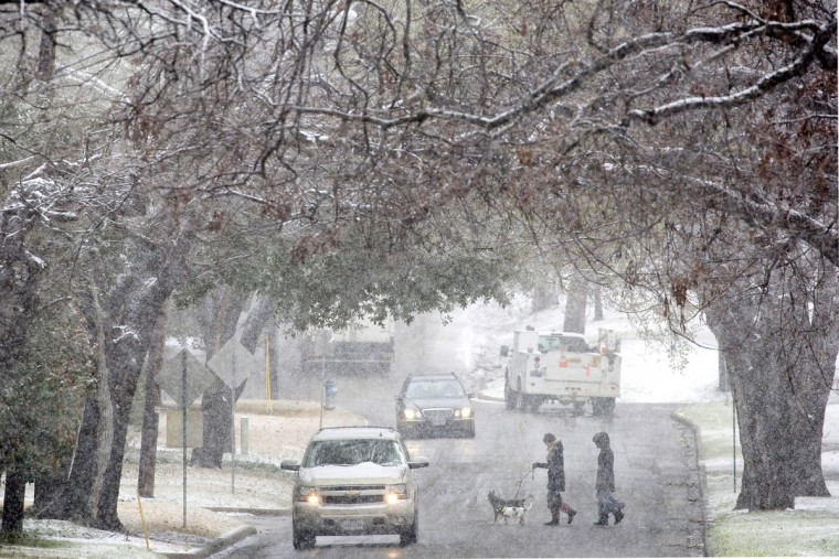 Snow falls over Winsted Drive in Lakewood, Texas, Wednesday, Feb. 25, 2015. (AP Photo/The Dallas Morning News, Smiley N. Pool)