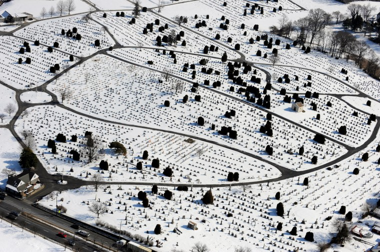 Oak Lawn Cemetery off Eastern Avenue in East Baltimore. (Lloyd Fox/Baltimore Sun)
