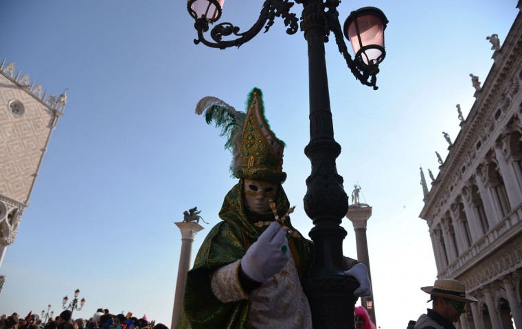 A costumed reveler poses at St Mark's square during the Venice Carnival on February 8, 2015 in Venice. (VINCENZO PINTO/AFP/Getty Images)