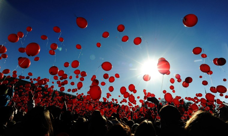 A picture taken on March 15, 2015 shows people releasing red balloons during a flashmob at St. Petersburg's Palace square. (AFP Photo/Olga Maltseva)