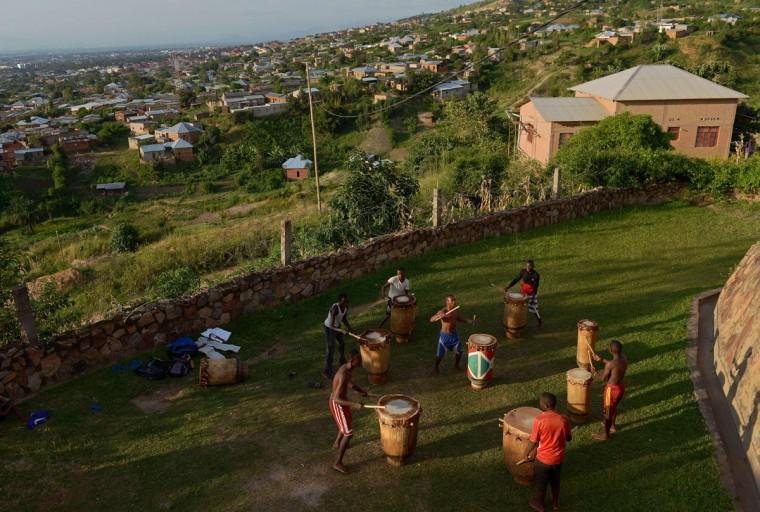 Drummers practice in Bujumbura on March 19, 2015. (AFP Photo/Carl Souzacarl de souza)