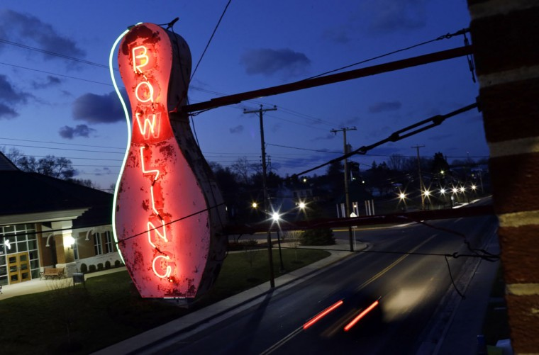 A neon signs glows outside of Shenandoah Bowling Lanes, a duckpin bowling alley, Saturday, March 28, 2015, in Mount Jackson, Va. Duckpin bowling, which is mostly played in the Mid-Atlantic, enjoyed its peak in the 1960s. (AP Photo/Patrick Semansky)