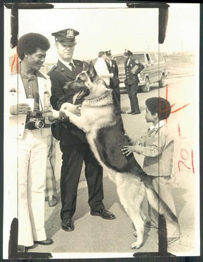 John Luke, Officer James Alford and Julian Luke, 7, offer congratulations to a new K-9 recruit. (Ralph L. Robinson/Baltimore Sun, 1976)