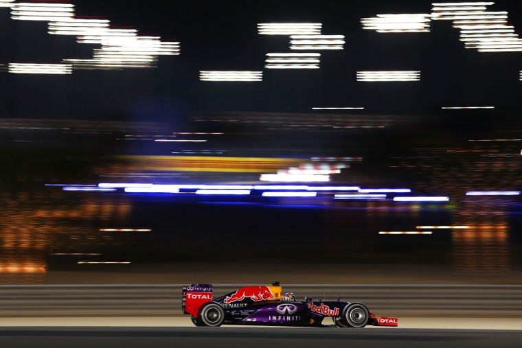 Daniel Ricciardo of Australia and Infiniti Red Bull Racing drives during the Bahrain Formula One Grand Prix at Bahrain International Circuit on April 19, 2015 in Bahrain, Bahrain. (Mark Thompson/Getty Images)