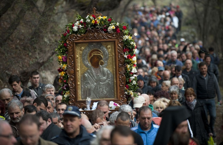 Bulgarian Orthodox pilgrims carry an icon of the Virgin Mary on April 13, 2015 during a annual religious procession, marking the second day of the Orthodox Easter, at the Bachkovo monastery. (AFP Photo/Nikolay Doychinov)
