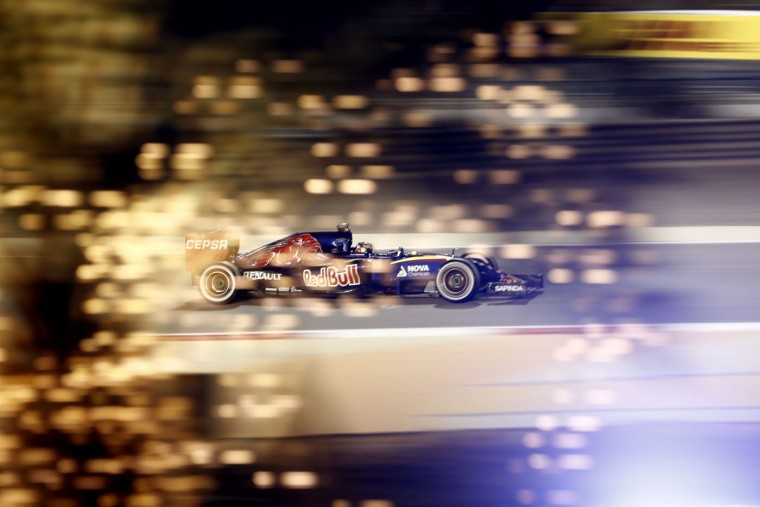Toro Rosso driver Max Verstappen of the Netherlands steers his car during the Bahrain Formula One Grand Prix at the Formula One Bahrain International Circuit in Sakhir, Bahrain, Sunday, April 19, 2015. (AP Photo/Hassan Ammar)