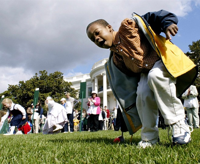 Children participate in the annual Easter Egg Roll on the South Lawn of the White House 01 April 2002. US President George W. Bush joined thousands of children who participated in the event which also included book readings, cartoon characters and other activities on the South Lawn of the White House. (AFP PHOTO/Stephen Jaffe)