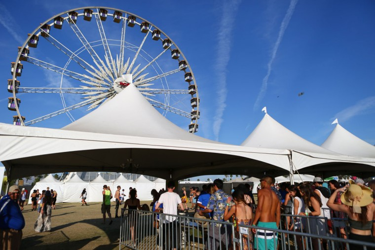 Festival-goers enter through the main gate at the Coachella Music and Arts Festival - Weekend 2, on Sunday, April 19, 2015, in Indio, Calif. (Photo by Zach Cordner/Invision/AP)