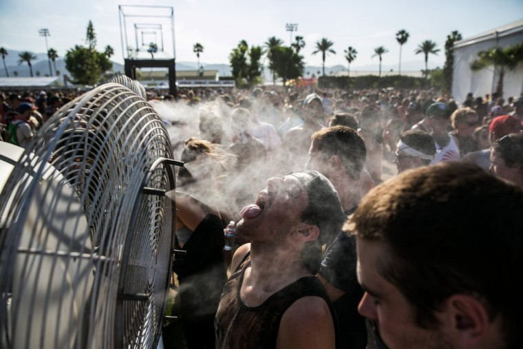 Music fans flock to the water-cooled fans between the tents during week two of the Coachella Valley Music and Arts Festival in Indio, Calif., on April 19, 2015. (Marcus Yam/Los Angeles Times/TNS)