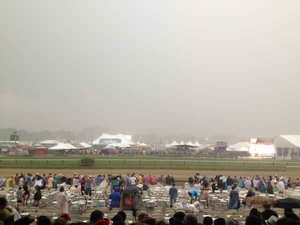 Pouring at #Pimlico with 13 minutes to go before the #Preakness Stakes. (Eduardo Encina/Baltimore Sun)