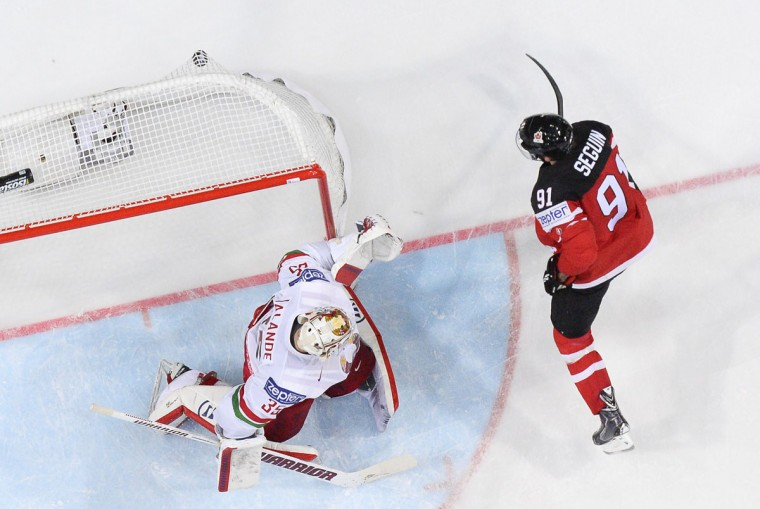 Forward Tyler Seguin of Canada shoots to score past goalkeeper Kevin Lalande of Belarus during the quarter final match Canada vs Belarus at the 2015 IIHF Ice Hockey World Championships on May 14, 2015 at the O2 Arena in Prague. (JONATHAN NACKSTRAND/AFP/Getty Images)