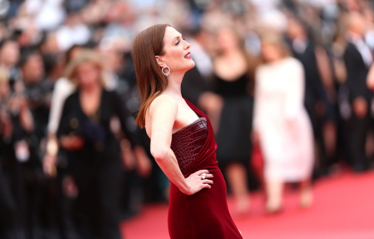 Actress Julianne Moore poses for photographers on the red carpet for the screening of the film Mad Max: Fury Road at the 68th international film festival, Cannes, southern France, Thursday, May 14, 2015. (AP Photo/Lionel Cironneau)