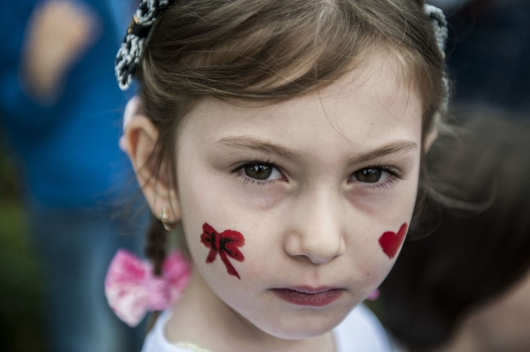 A Kosovar child with painted cheeks takes part in activities marking International Children's Day in Pristina on June 1, 2015. (AFP Photo/P /armend )
