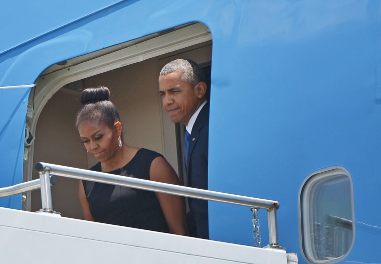 US President Barack Obama and First Lady Michelle Obama step off Air Force One upon arrival at Charleston Air Force Base on June 26, 2015 in Charleston, South Carolina. Obama is in Charleston, South Carolina to attend services for Reverend and South Carolina State Senator Clementa Pinckney. (AFP Photo/P /mandel )