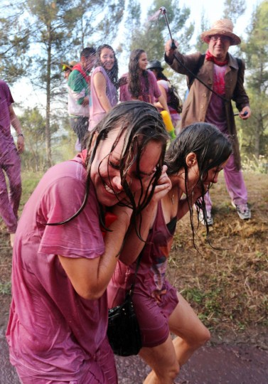 "A man sprays red wine on two girls during the""Batalla del Vino"" (Battle of Wine) in Haro, on June 29, 2015. (CESAR MANSO/AFP/Getty Images)"