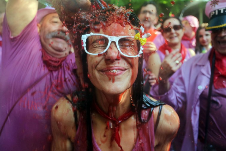 "A man pours red wine on a woman's head during the ""Batalla del Vino"" (Battle of Wine) in Haro, on June 29, 2015. (CESAR MANSO/AFP/Getty Images)"