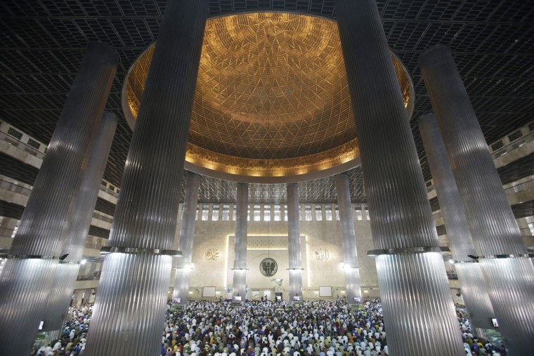 Indonesian Muslim men gather during the first Friday pray of the fasting month of Ramadan at Istiqlal Mosque in Jakarta, Indonesia, Friday, June 19, 2015. During Ramadan, the holiest month in Islamic calendar, Muslims refrain from eating, drinking, smoking and sex from dawn till dusk. (AP Photo/Achmad Ibrahim)