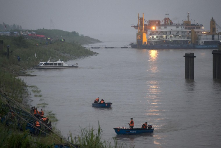 Chinese soldiers ride their boats to the embankment after their search and rescue operation near a capsized cruise ship on the Yangtze River in Jianli in central China's Hubei province, Tuesday, June 2, 2015. Divers on Tuesday pulled several survivors from inside the capsized cruise ship and searched for other survivors, state media said, giving some small hope to an apparently massive tragedy. (AP Photo/Andy Wong)
