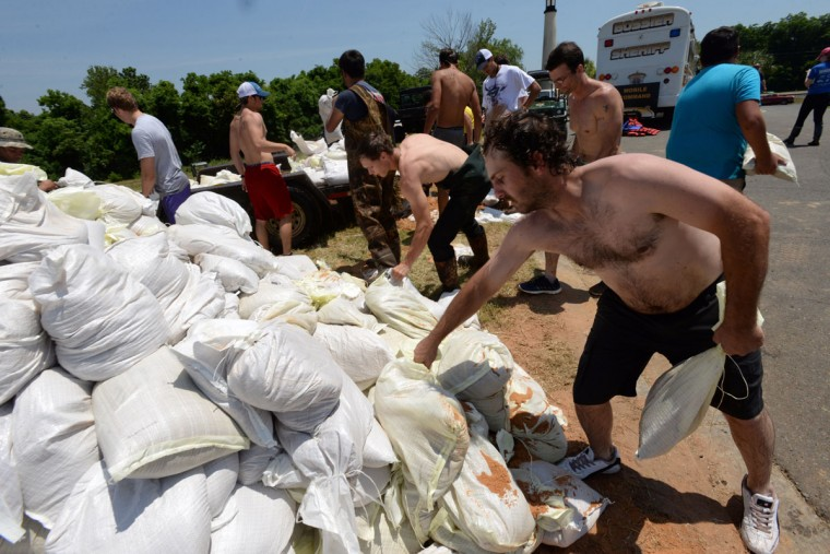 Volunteers work to load a flatbed with sandbags for homes in the River Bluff subdivision of Bossier Parish, La., Saturday, June 6, 2015. (Douglas Collier/The Shreveport Times via AP)