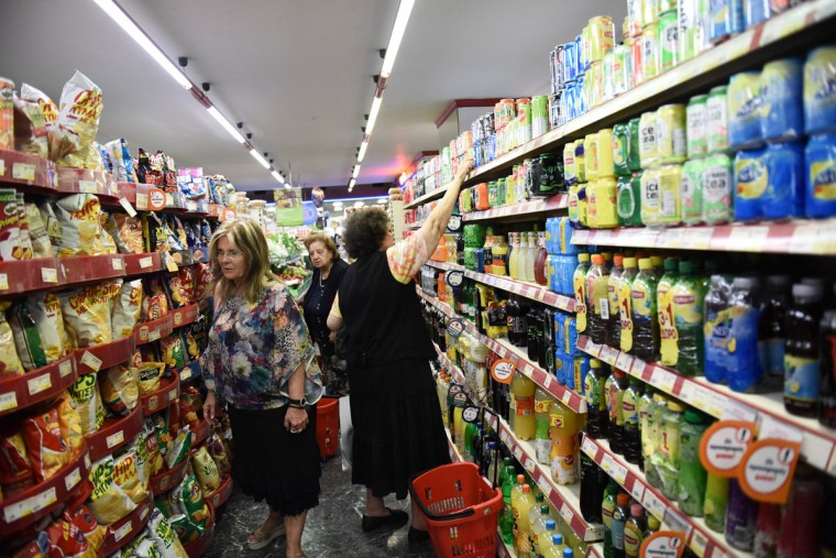 Consumers shop at a supermarket in the northern Greek port city of Thessaloniki, Tuesday, June 30, 2015. (AP Photo/Giannis Papanikos)