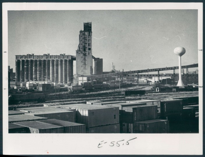 A view of a grain elevator in Locust Point on Feb. 4, 1979. (Baltimore Sun photo by Jed Kirschbaum)