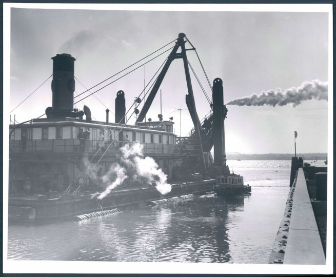 Drudging operations alongside the Fruit Pier at Locust Point on Sept, 12, 1958. (Baltimore Sun photo by Ellis Malashuk)