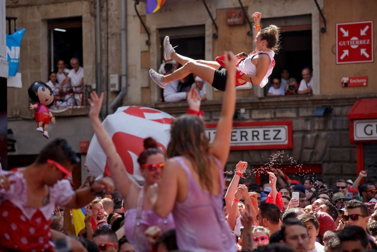 Revellers enjoy the atmosphere during the opening day or 'Chupinazo' of the San Fermin Running of the Bulls fiesta on July 6, 2015 in Pamplona, Spain. (Photo by Pablo Blazquez Dominguez/Getty Images)