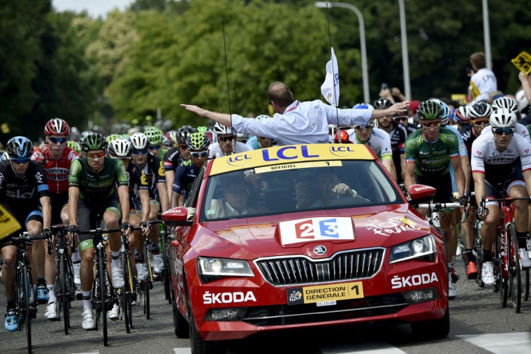 General director of the Tour de France, Christian Prudhomme, gestures to announce that the race is neutralised after a big crash of cyclists at the head of the pack during the 159.5 km third stage of the 102nd edition of the Tour de France cycling race on July 6, 2015, between the belgian cities of Antwerp and Huy. (AFP Photo/Eric Feferberg)