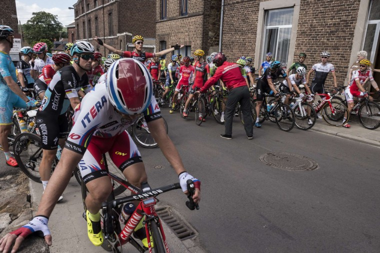 Riders wait as the race is neutralized after a big crash at the head of the pack during the 159.5 km third stage of the 102nd edition of the Tour de France cycling race on July 6, 2015, between the belgian cities of Antwerp and Huy. (AFP Photo/Jeff Pachoud)