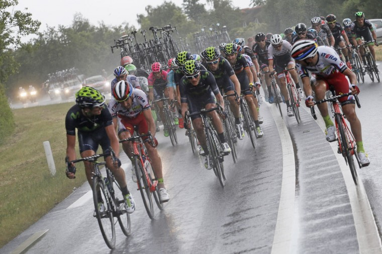 Team Movistar, center, sets the pack for the second pack with Colombia's Nairo Quintana after they got distanced during the second stage of the Tour de France cycling race over 166 kilometers (103 miles) with start in Utrecht and finish in Neeltje Jans, Netherlands, Sunday, July 5, 2015. (AP Photo/Laurent Cipriani)