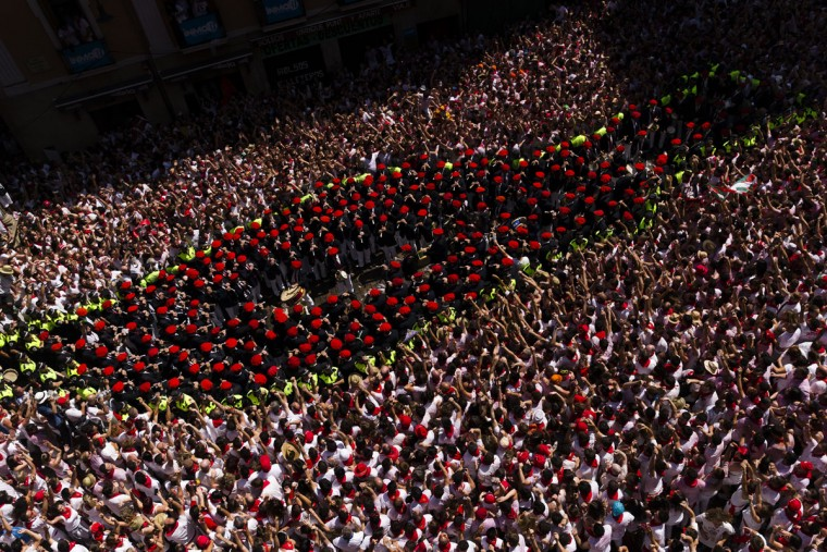 Revelers sing while the band plays after the launch of the 'Chupinazo' rocket, to celebrate the official opening of the 2015 San Fermin fiestas in Pamplona, Spain, Monday, July 6, 2015. (AP Photo/Daniel Ochoa de Olza)