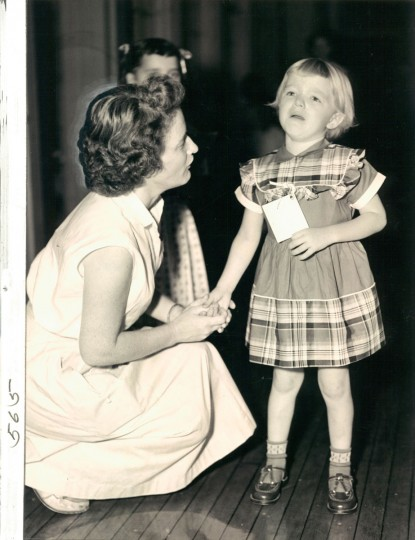 Mrs. Louise Le Geer and her daughter, JoAnne, who is crying on her first trip to school. (Baltimore Sun, 1954)