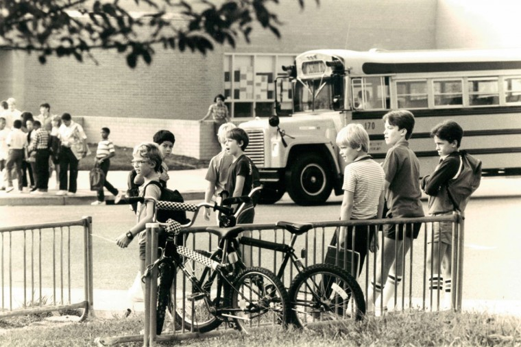 First day of school in Howard County -Students mingle in front of Dasher Green Elementary Columbia before the opening bell rings. (Baltimore Sun archives, 1985)