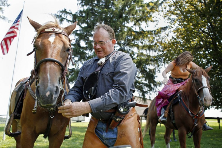Art Williams prepares his horse before competing in a new stage during a competition at Willow Brook Farms. (Tom Brenner, Baltimore Sun)