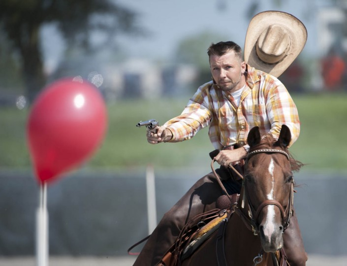 Jimmy Diven, of Mufflintown, PA, rides towards a balloon during a round of competition at Willow Brook Farms. (Tom Brenner, Baltimore Sun)