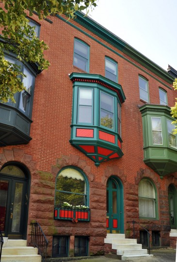 Contrasting paint colors highlight the detail of the three-sided bay window of this Reservoir Hill home. (Amy Davis / Baltimore Sun / July 6, 2010)