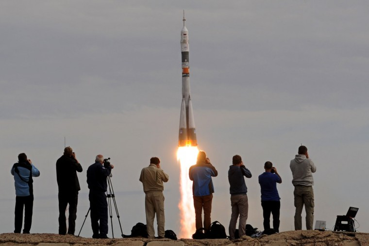 Russia's Soyuz TMA-18M spacecraft carrying the International Space Station (ISS) crew of Kazakhstan's cosmonaut Aydyn Aimbetov, Russian cosmonaut Sergei Volkov and Denmark's astronaut Andreas Mogensen from the European Space Agency blasts off from the launch pad at Russian-leased Baikonur cosmodrome on September 2, 2015. (AFP Photo/Kirill Kudryavtsev)